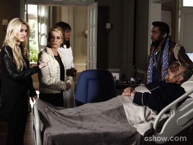 Megan conta que Alex e Maria sofreram acidente (Foto: Inácio Moraes / TV Globo)