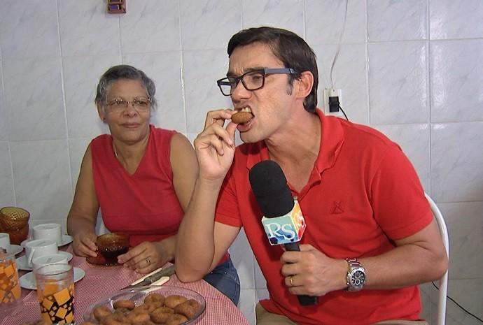 Marcão provou e aprovou a receita mais famosa da cidade (Foto: Reprodução / TV TEM)