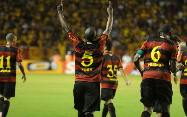 Tobi Sport x Oeste (Foto: Aldo Carneiro / Pernambuco Press)