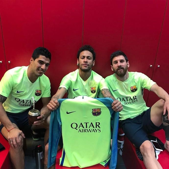 """BLOG: Neymar imita comemoração de Messi e brinca com presença """"penetra"""" em festa"""