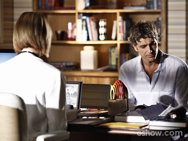 Cadu fica desanimado em consulta com Silvia (Foto: Inácio Moraes/ TV Globo)