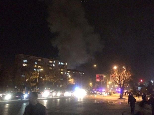 Fumaça é vista saindo do local da explosão registrada nesta quarta-feira (17) em Ancara, na Turquia (Foto: STRINGER / AFP)