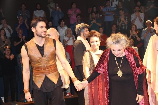 Ricardo Tozzi e Camila Amado em estreia d eteatro no Rio (Foto: Thyago Andrade/Fotorio News)