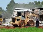 Operação da Agefis derruba 13 casas irregulares em Brazlândia, no DF