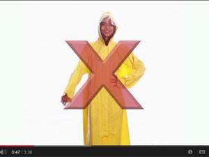 Trecho do vídeo mostra roupas 'podem causar esturpo' (Foto: Reprodução/Youtube)