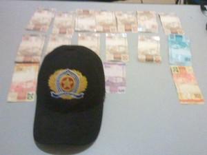 Dinheiro de aposentado foi encontrado com menores (Foto: Divulgação/PM-TO)