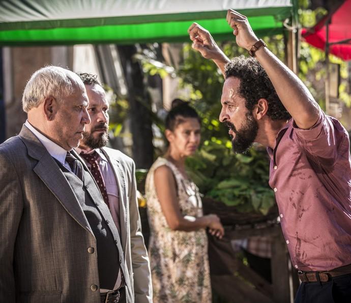 Bento intimida o prefeito Raimundo (Foto: Inácio Moraes/ Gshow)