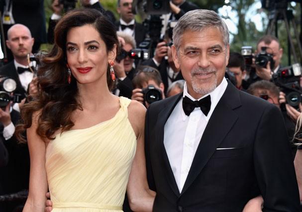 Amal e George Clooney se conhecerem por meio de amigos em comum em 2013 (Foto: Pascal Le Segretain/Getty Images)