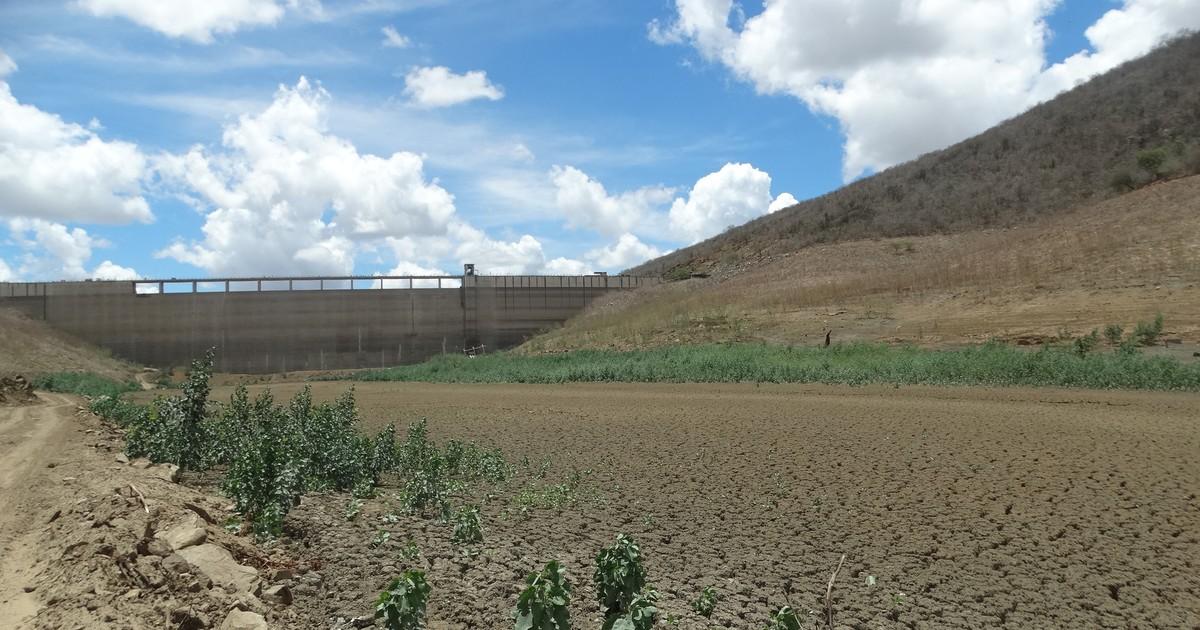 Com barragem seca, moradores  perdem safras e recorrem a cisternas