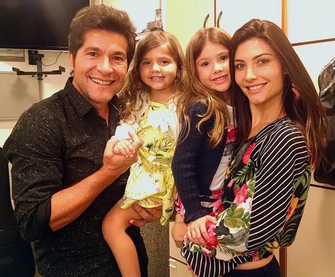 Daniel com as filhas Luiza, Lara e a esposa Aline  (Foto: Carolina Berger / Gshow)