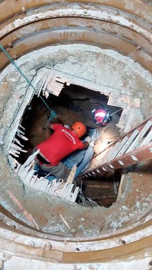 Bombeiros e Defesa Civil trabalharam uma semana nas buscas pelo corpo do auxiliar de pedreiro (Foto: Divulgação/Corpo de Bombeiros do RN)