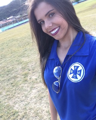 Ela passou a acompanhar a história do Barra Mansa depois que se inscreveu no concurso (Foto: Cristiane Mendes/GloboEsporte.com)