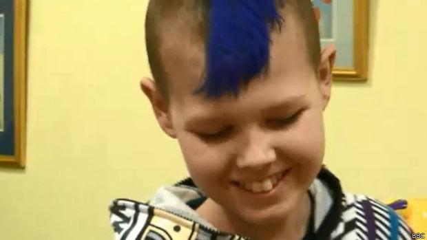 Recuperação de Deryn, diagnosticado com leucemia e câncer, surpreendeu médicos (Foto: BBC)