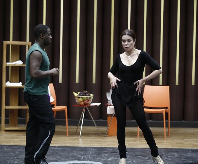 Françoise Forton exibe ótima forma em primeiro ensaio do baladão dance (Foto: Inácio Moraes/ Gshow)