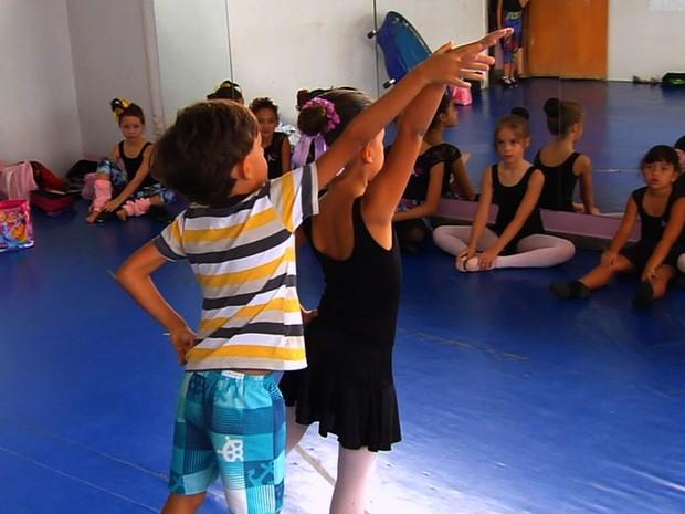 Jornalista Mirim fala sobre a cultura e a dança nos teatros em Goiânia, Goiás (Foto: Reprodução/TV Anhanguera)