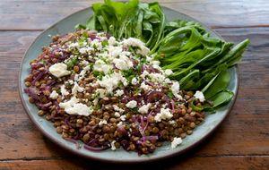 Salada de lentilha ao vinho com rúcula