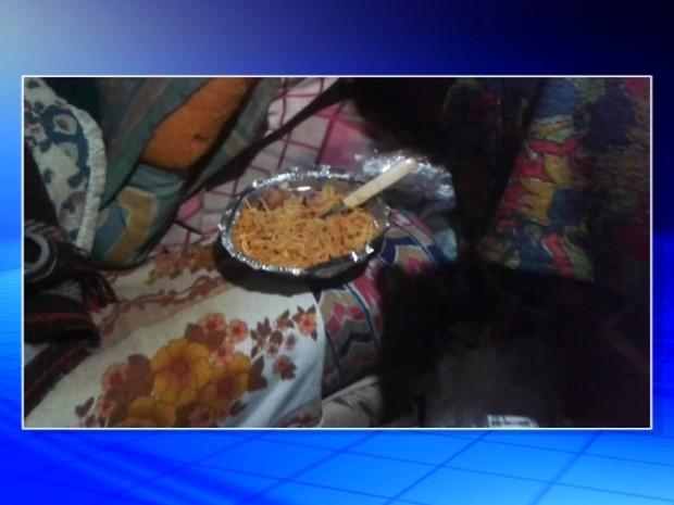 Muita sujeira foi encontrada na casa do idoso  (Foto: Reprodução/TV TEM)