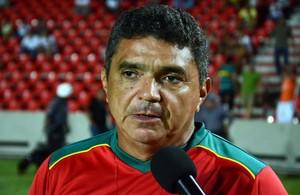 Flávio Araújo, treinador do Sampaio, no Estádio Castelão (Foto: Paulo de Tarso Jr./Imirante)