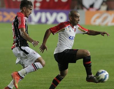 Emerson, Flamengo x Joinville, Arena Joinville (Foto: Gilvan de Souza/Fla Imagem)