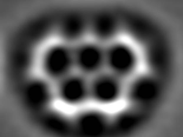 Molécula sintética tem formato que remonta aos cinco anéis do símbolo olímpico. (Foto: IBM Research Center )