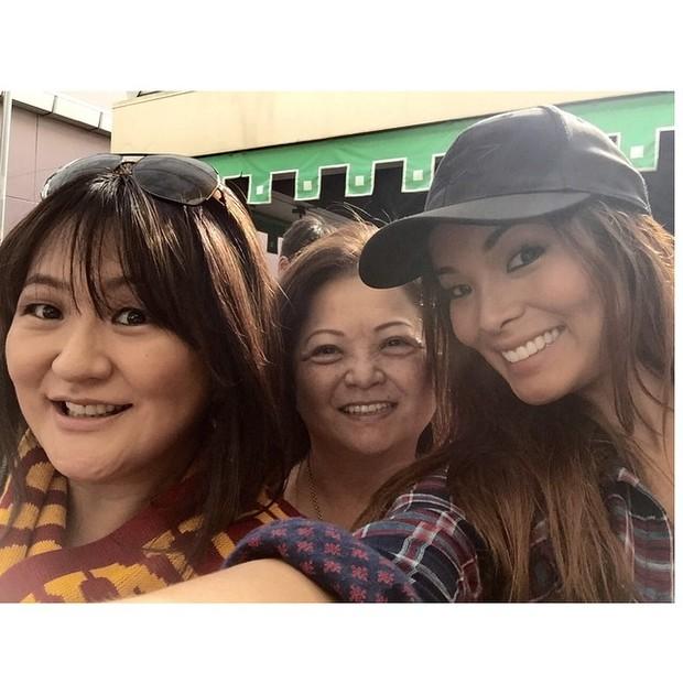 Carol Nakamura com a família (Foto: Instagram)