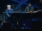 Elton John se apresenta pela primeira vez em Porto Alegre para 15 mil fãs