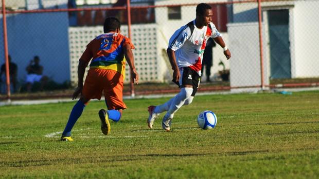 Bibi tentou ajudar Ouro Negro, mas time não conseguiu marcar (Foto: Felipe Martins/GLOBOESPORTE.COM)