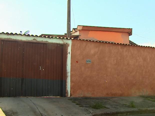 Tiroteio aconteceu em casa do bairro Nova Itirapina (Foto: Marlon Tavoni/EPTV)