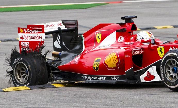 Pneu de Sebastian Vettel fura na penúltima volta do GP da Bélgica (Foto: Reuters)
