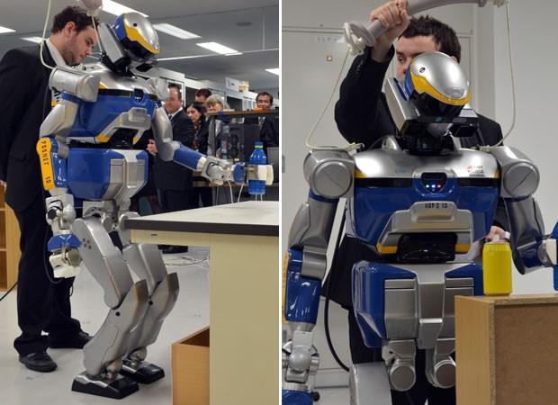 Robô humanoide foi apresentado por pesquisadores franceses em Tóquio (Foto: Yoshikazu Tsuno/AFP)