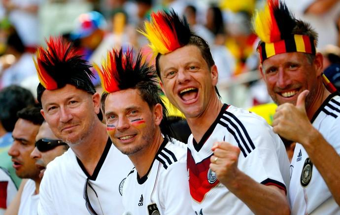figuraças na torcida da alemanha (Foto: Agência Reuters)