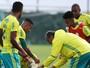 Aniversariante do dia, Allione vira alvo de brincadeiras no treino do Palmeiras