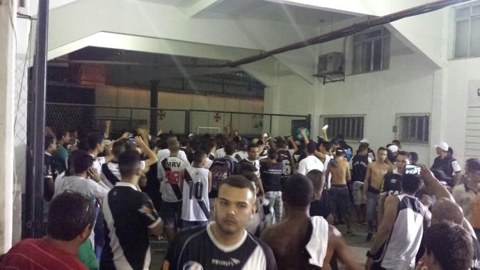 Torcida do Vasco protesta (Foto: Raphael Zarko)