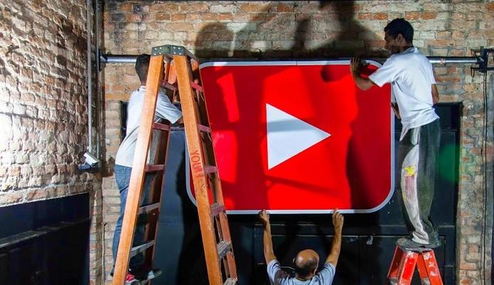 Decoração do local remete ao YouTube (Foto: Divulgação)