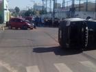 Três ficam feridos após choque entre carros e capotamento em Araguaína