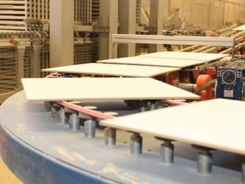 G1 f brica de cer mica anuncia investimento de r 50 for Fabrica de ceramica