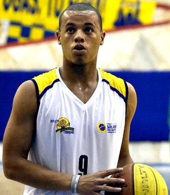 Jovem do São José Basquete vibra com convocação para Seleção sub-16 b7fac4a596a2d