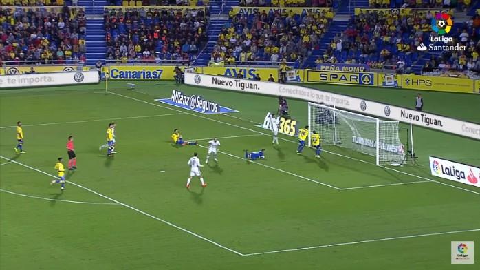 "BLOG: Cristiano Ronaldo reclama de chance perdida e ""esquece"" de gol de Benzema"