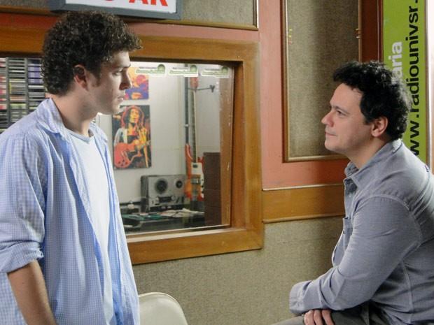 Fabiano dá conselhos a Gabriel e diz que ele precisa dar um tempo com Alexia (Foto: Malhação / Tv Globo)
