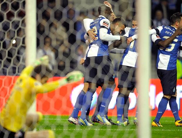 jogadores do Porto comemoram gol sobre o Gil Vicente (Foto: AFP)