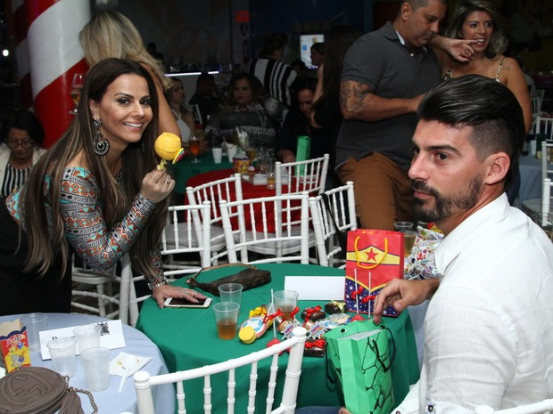Viviane Araújo e Radamés em festa na Zona Oeste do Rio (Foto: Anderson Borde/ Ag. News)