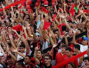 torcida do campinense contra o treze (Foto: Leonardo Silva / Jornal da Paraíba)