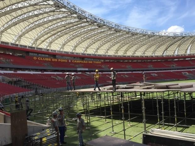 Palco dos Rolling Stones é montado no Beira-Rio (Foto: Mariana Capra/Inter/Divulgação)