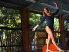 Em clima olímpico, panicat Carol Narizinho experimenta modalidades esportivas