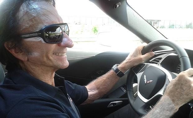 Aceleramos o Chevrolet Corvette Stingray com Emerson Fittipaldi nos Estados Unidos (Foto: Divulgação)