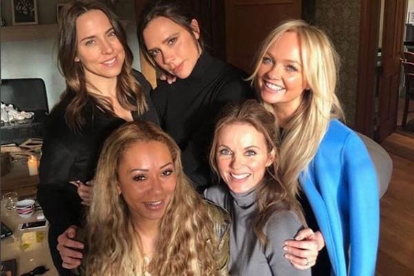 Foto compartilhada por Victoria Beckham com a reunião do quinteto (Foto: Reprodução/Instagram)