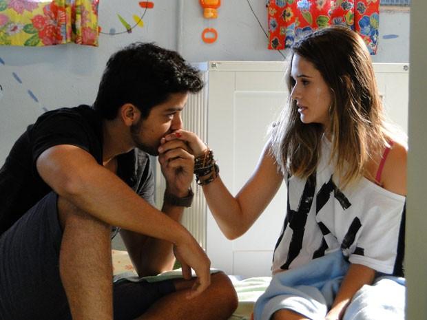 Bruno é todo fofo com Fatinha e pede garoto em namoro! <3 <3 <3 (Foto: Malhação / Tv Globo)