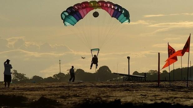 Paraquedismo foi uma das atrações dos Jogos Radicais da Amazônia (Foto: Antônio Lima/Semjel)