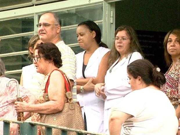 Sem energia, funcionários não puderam atender no NGA em Ribeirão Preto e pacientes tiveram que esperar por consultas (Foto: Reprodução/EPTV)