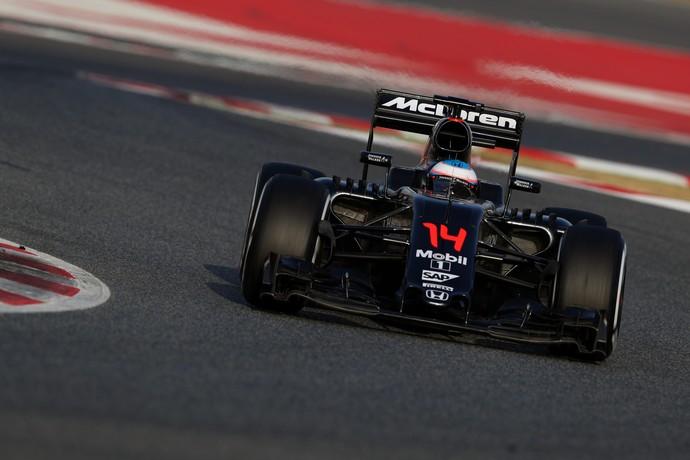 Fernando Alonso na pré-temporada em barcelona (Foto: Getty Images)